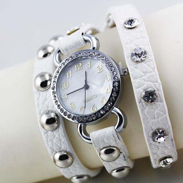 Часы на длинном кожаном ремешке, яркого дизайна, популярные модели